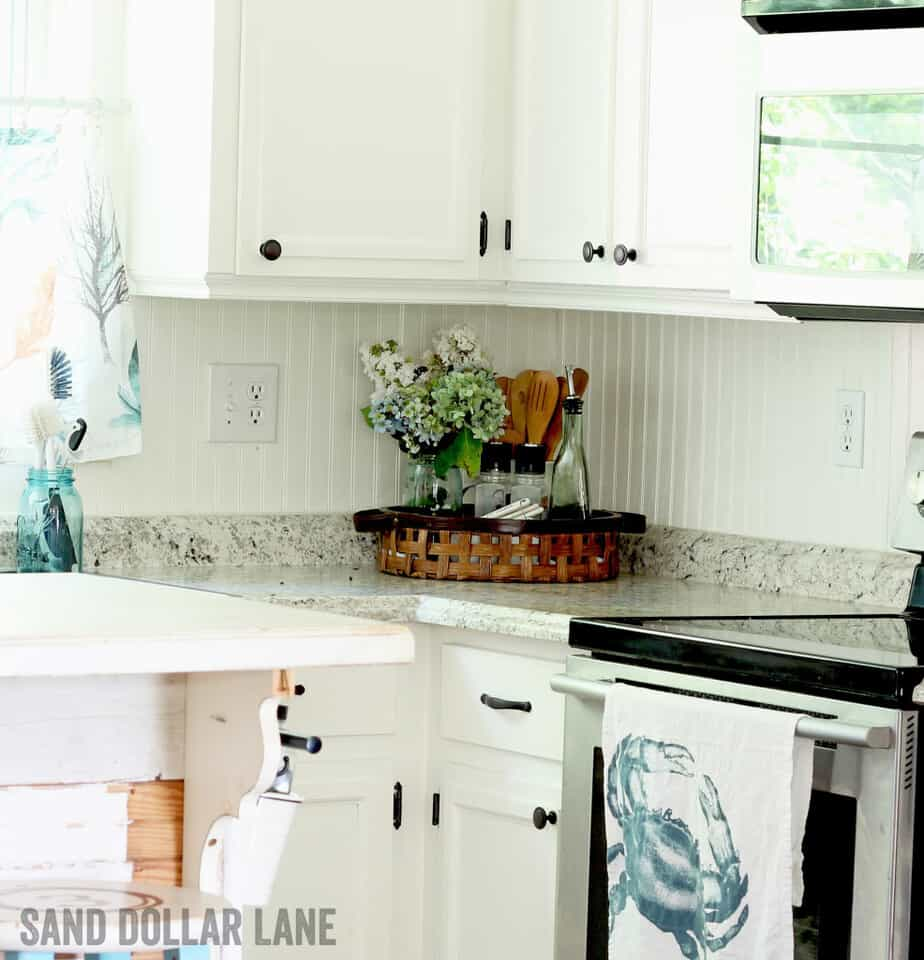 Pretty coastal style farmhouse kitchen