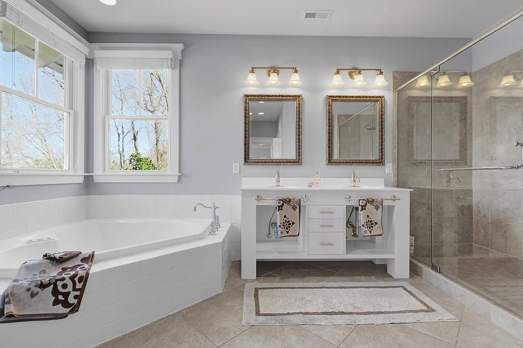 Southern Style Coastal Home masterbath