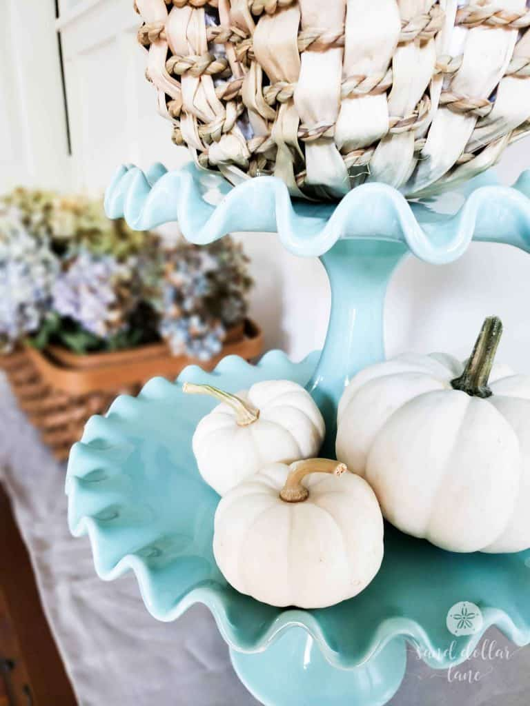 Simple Coastal Style Fall Dining Room - Sand Dollar Lane