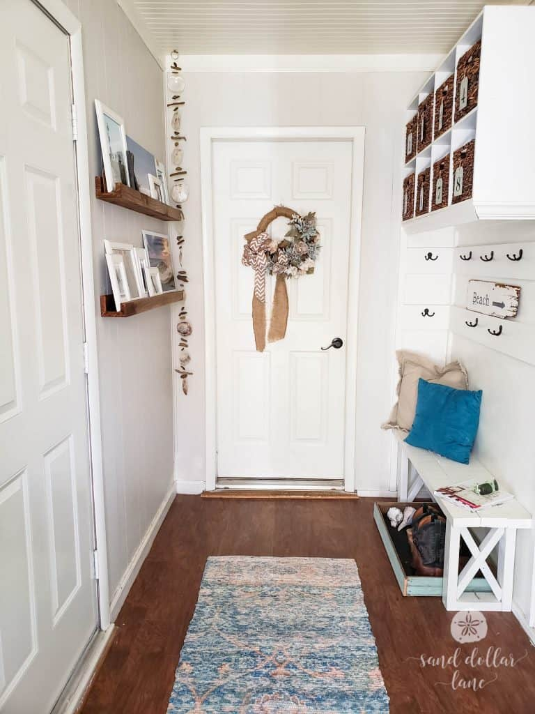 Cute coastal mudroom refresh #mudroom #coastalhome #coastalfarmhouse #coastaldecorating