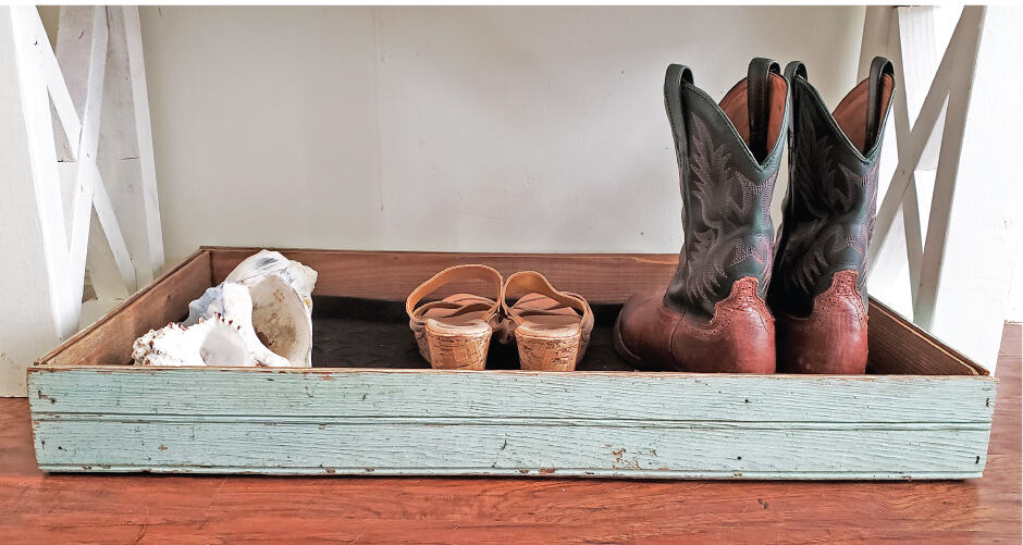 DIY Boot tray to organize your entryway