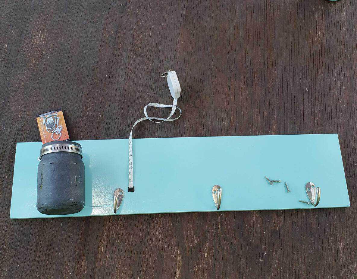 making a leash holder