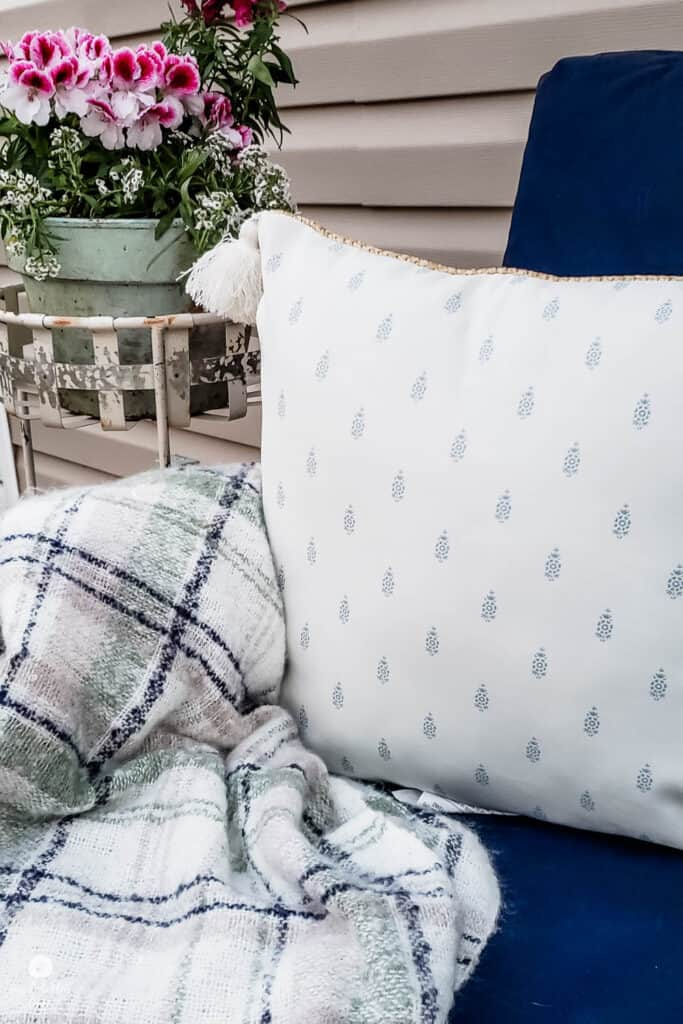 outdoor pillow and throw