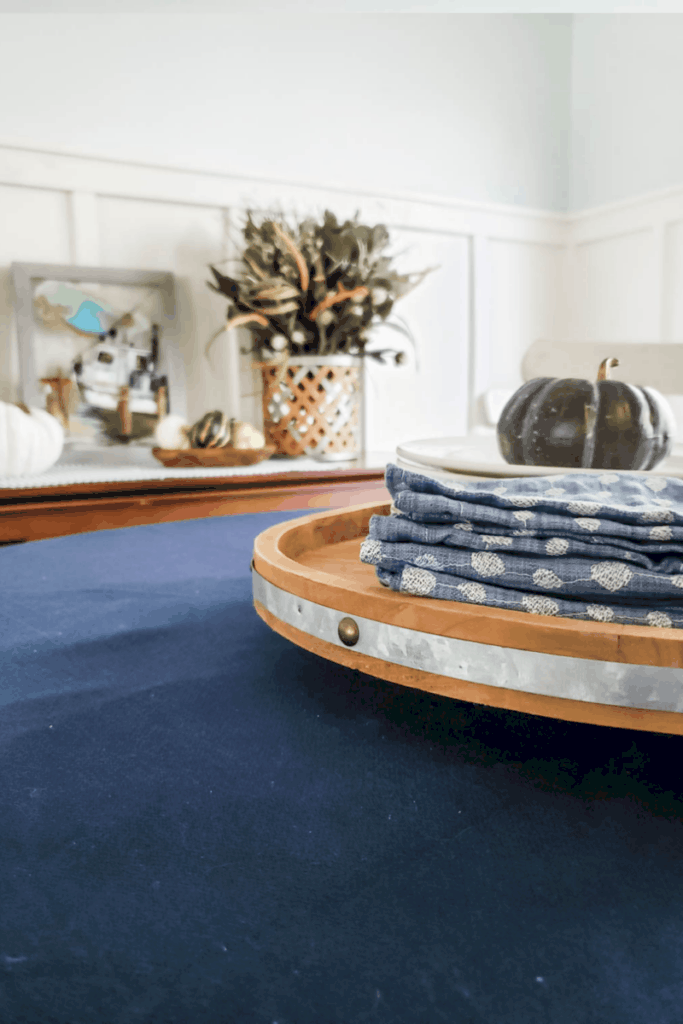 blue table cloth and napkins