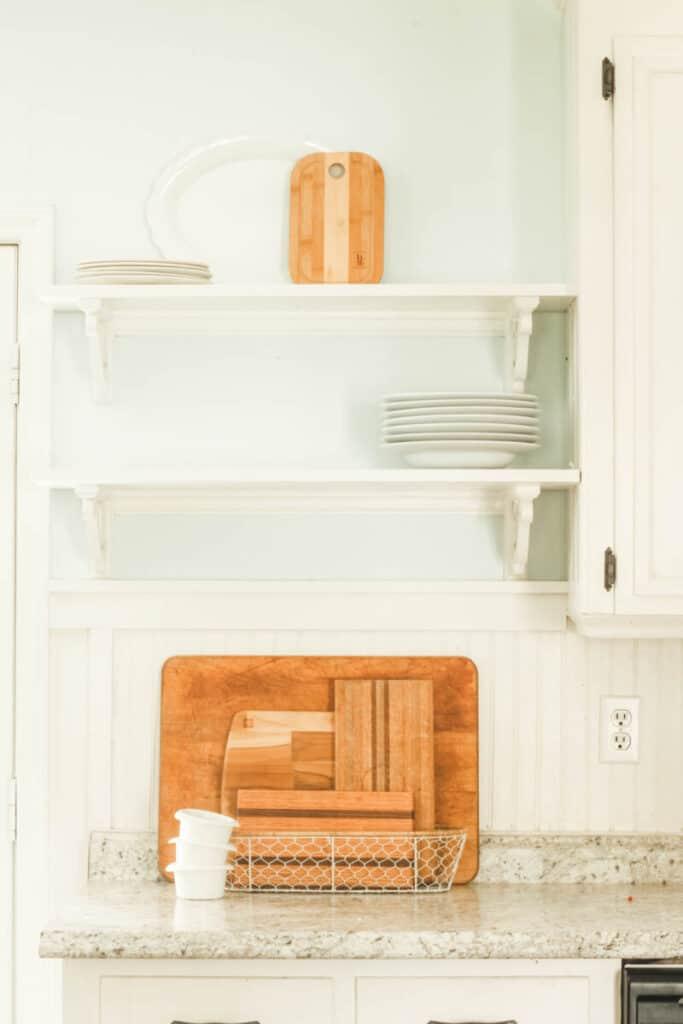 decorating open kitchen shelves